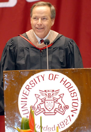 UH alum and Cameron CEO Jack Moore shares his leadership lessons with Bauer students in the Undergraduate Programs Commencement.
