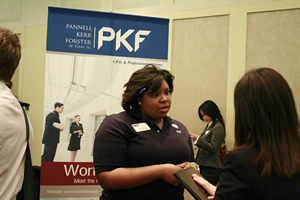 Now a PKF recruiter, UH Bauer alumna Chelsea Wooldridge (BBA '07) speaks to students at the Spring 2009 Career Fair held by Rockwell Career Center at Bauer College.