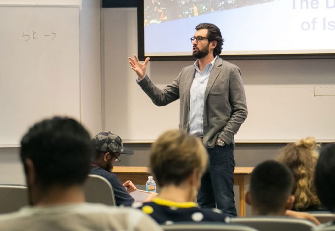 JANVEST Founder, Managing Partner Daniel Frankenstein met with Bauer students in ENTR 3310 last month, where he discussed technology startups and entrepreneurial innovation in Israel.